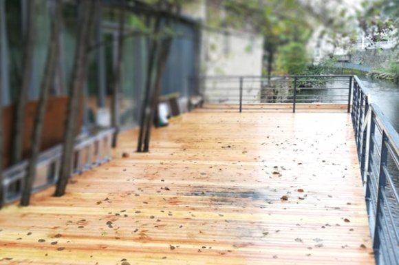 Conception et fabrication de terrasse suspendue sur mesureà Issoire